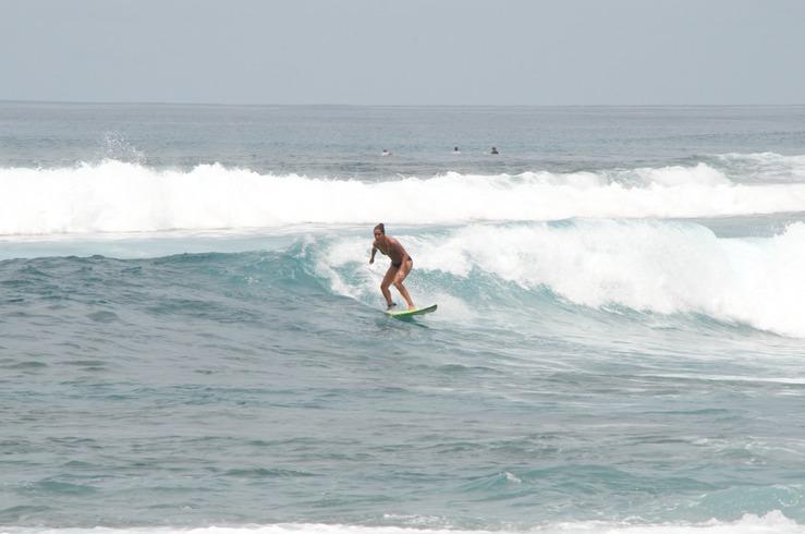 chicka bonita surfista